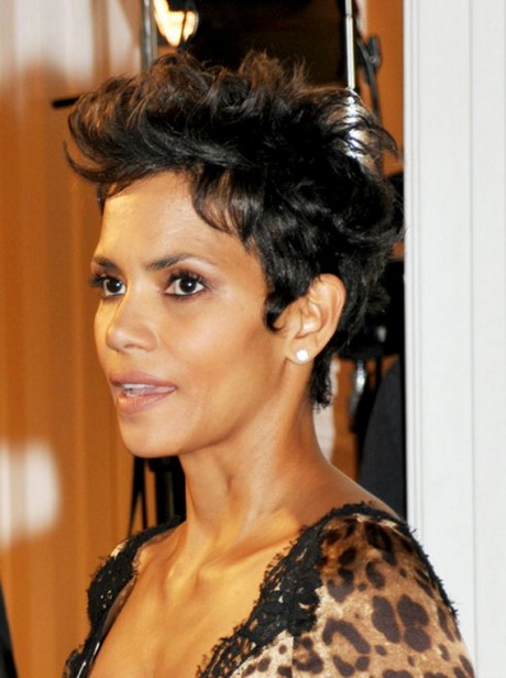 Watch Halle Berry Messy Spiked Haircut for Short Hair video