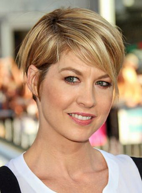 hair cut is a perfect look for Jenna Elfman's fine and straight hair ...