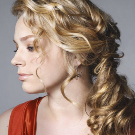 simple hairstyle for curly hair
