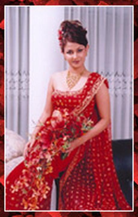 sri lankan women in saree. sri lankan women in saree.