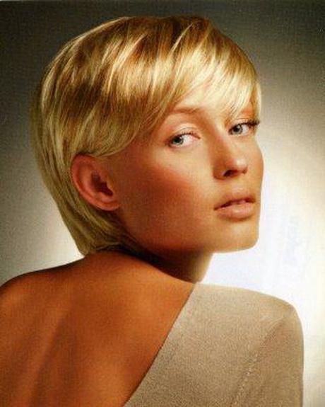 Короткая стрижка на светлые волосы