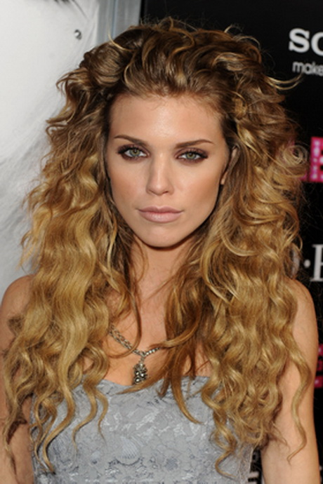 how to cut curly hair to make it curlier