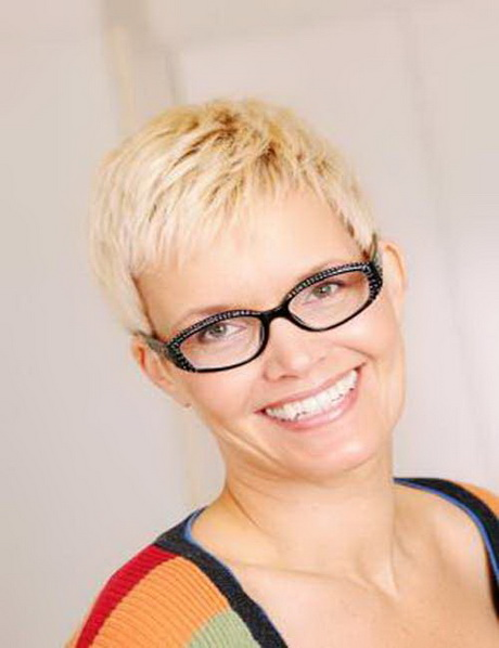 Trendy Short Hairstyles For Women Over 40