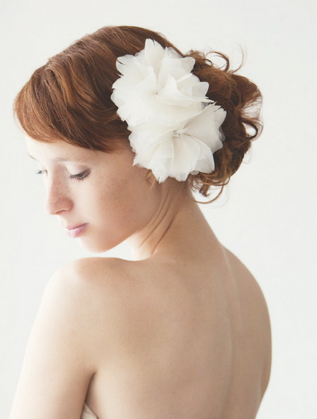 Reasonably priced, designer quality bridal and wedding hair accessories and headpieces. Large selection and fast shipping on hair combs and clips, headbands, hair pins, silk hair flowers and hair .