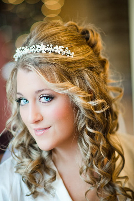 wedding hairstyles for curly hair. Black Bedroom Furniture Sets. Home Design Ideas