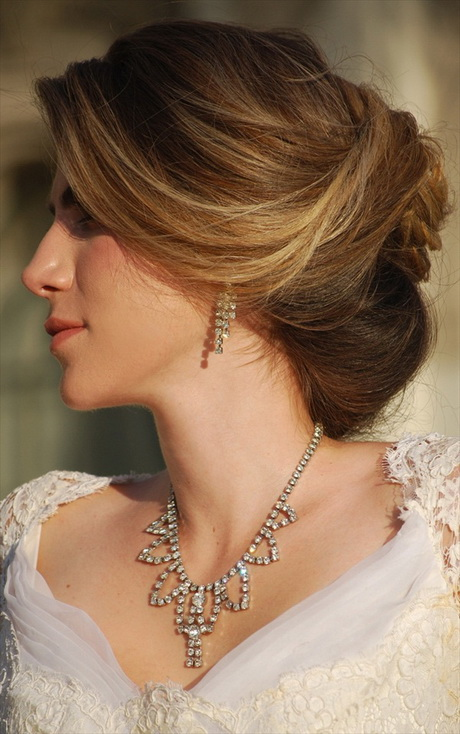Bridal hairstyle images for round face : Wedding hairstyles for round faces