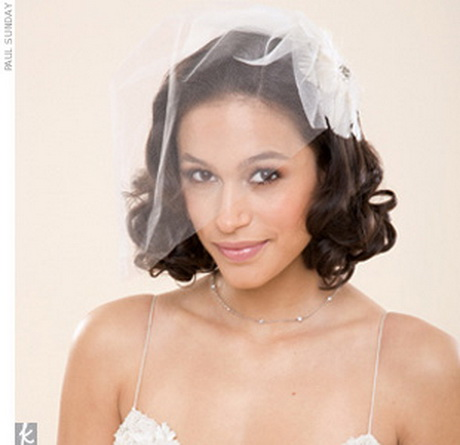 Короткая фата в свадебной прическе