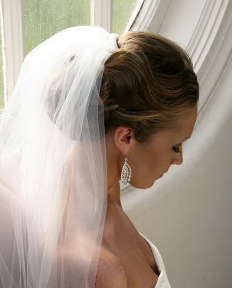 35 Romantic Wedding Updos For Medium Hair: Wedding Hairstyles For Short Hair With Veil