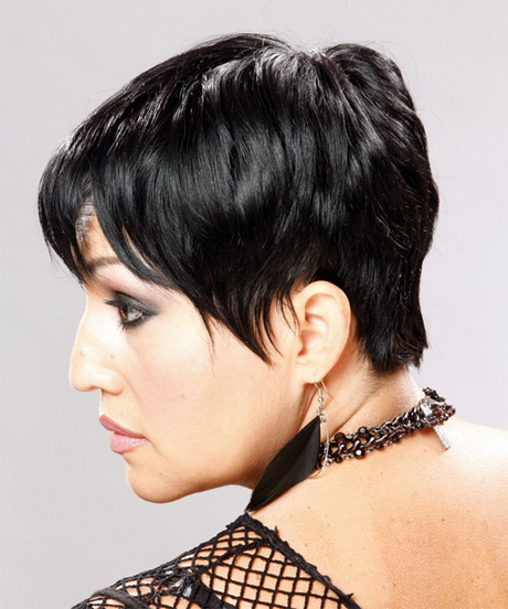 how to cut wispy layers in short hair