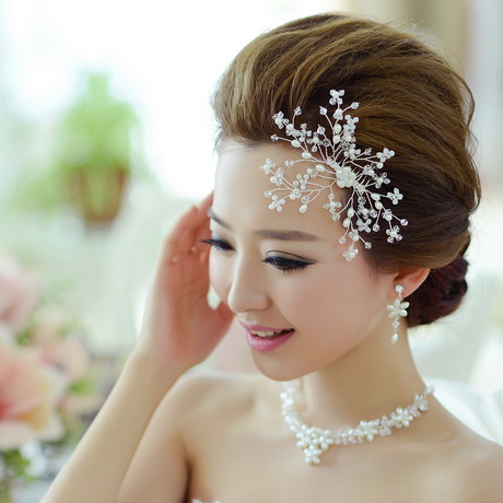 You want your wedding perfect down to the smallest detail, including your wedding hair accessories. Your wedding day is your chance to live out your dreams of being drenched in diamonds, flowers, and jewels from head to toe.