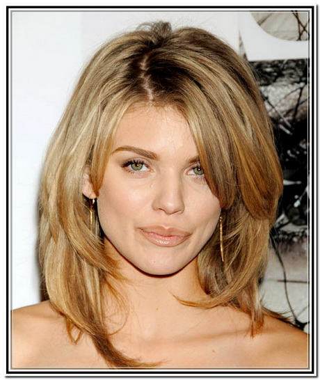 Simple Medium Long Layered Hairstyles with Side Bangs for Thick Wavy ...