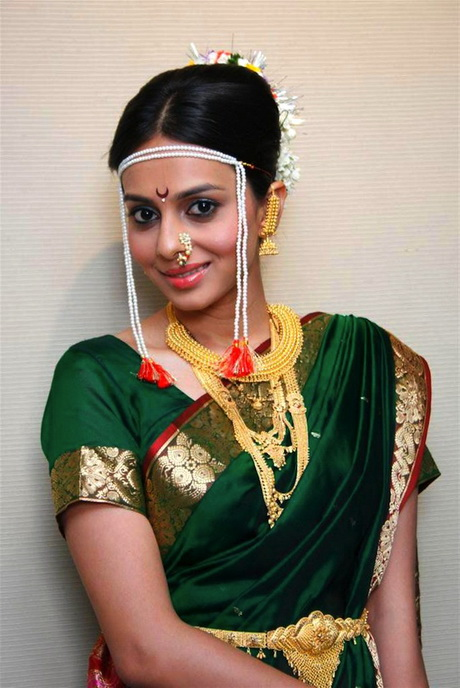 Marathi Bridal Hairstyle : One of the most common yet extremely popular marathi bridal hairstyles
