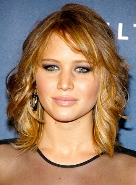 Wavy shoulder length hair with side bangs