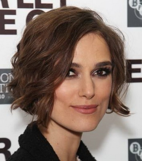 hairstyles to do with straight hair : ... Make Your Face Look Thinner with Hairstyles That Make You Look Thinner
