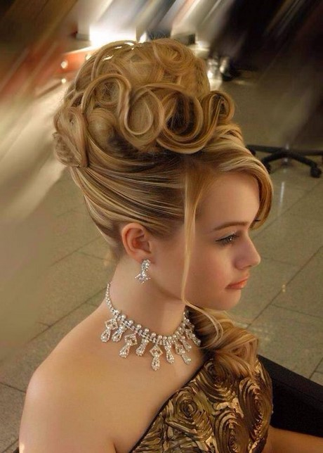 Cool Haircuts And Styles For Medium Hair  People Have A Tendency To Seem Amazing Because Their Attractiveness Is Normally The Re Boost Your Medium Length Hair To The Next Level By Getting A New Hairstyle So, Here We Have Listed Beautiful And