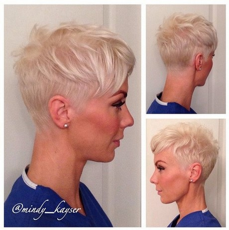 Kapsels kort blond vrouw