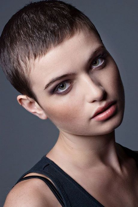 really short haircuts for round faces