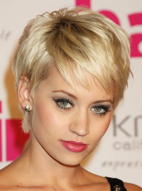 Best Short Haircut for Women Over 40: Dannii Minogue's Layered Pixie Cut