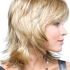 Hairstyles for medium layered hair
