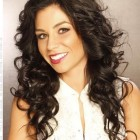 Long curly hairstyles for round faces