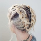 Cute hairdos for short hair