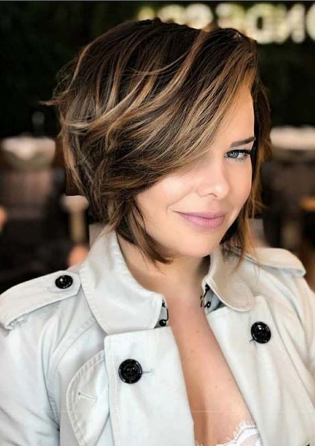 Short hair with side bangs 2019