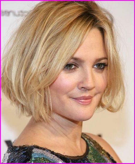 Short hairstyle 2019 for round face
