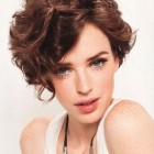 Trendy short curly hairstyles 2020