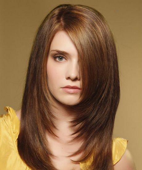 Hairstyle for straight hair and round face