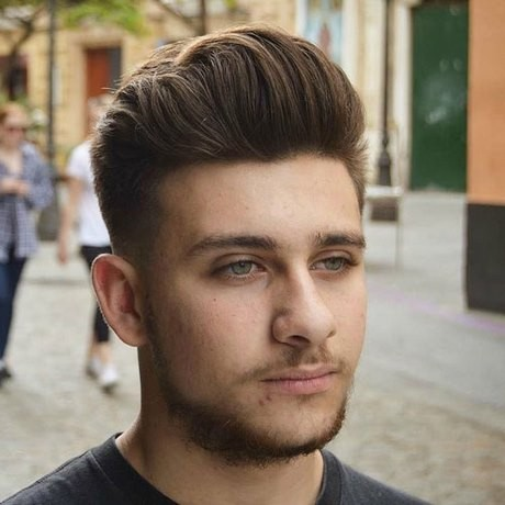 Hairstyles for round hair