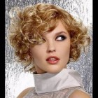 Short haircut for wavy hair round face