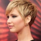 Short hairstyles for women with fat faces