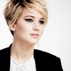 Short hairstyles to suit a round face