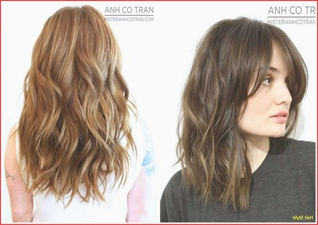 Hairstyle for wavy hair with round face