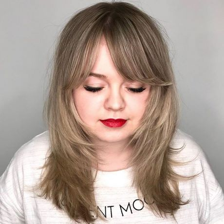 Medium cut hairstyles for round faces