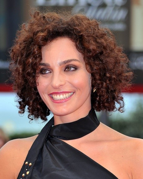 Hairstyles for extremely curly hair