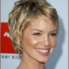 Short hairstyles for women with fine thin hair