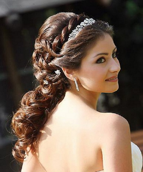 Bridal hairstyles for round faces