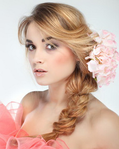 Diy Updos: Do It Yourself Prom Hairstyles
