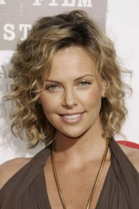 Hairstyles for thin curly hair