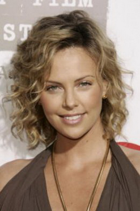 Celebrity Shoulder Length Curly Hairstyle For Women