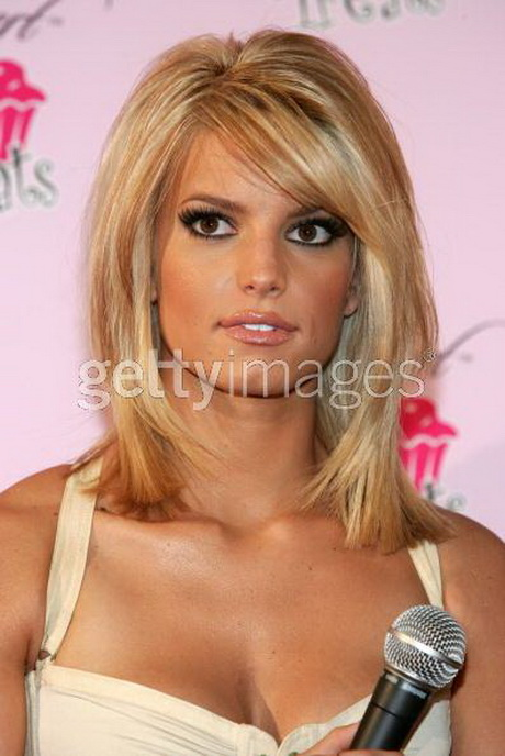 Oval face medium length hairstyles