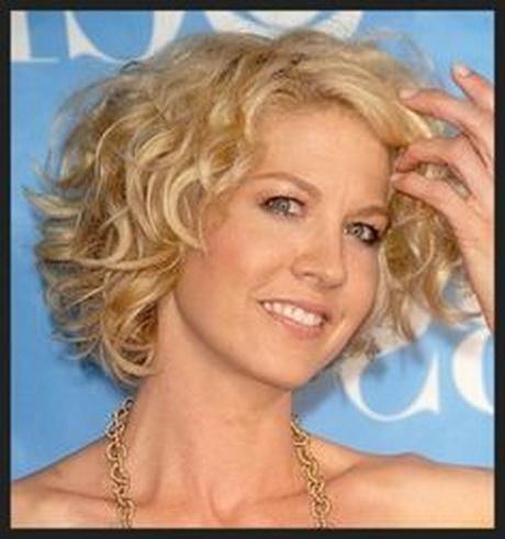 Short wavy hairstyles women over 50