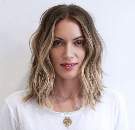 Wavy hair shoulder length