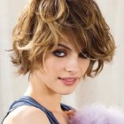 Short hairstyle for curly hair women