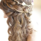 Prom hairstyles for long wavy hair