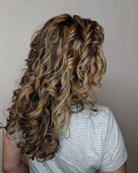Curly hairstyles for long hair 2021