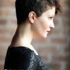Trendy hairstyles for curly hair 2021