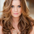 Best hairstyle for wavy hair and round face
