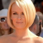 Cute short bobs for round faces